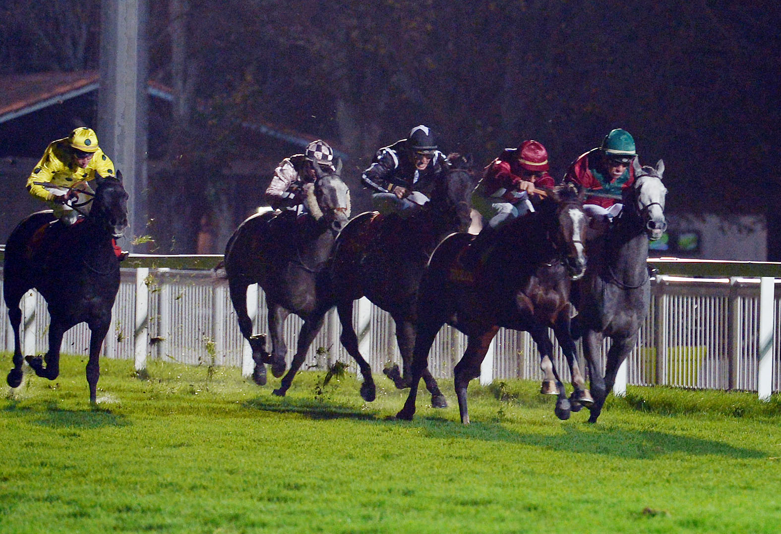 PRIX CLERMONT LEFORT (MAIDEN)  Night Shift à la lutte