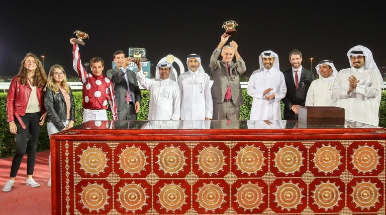 THE LATE SHEIKH JASSIM BIN MOHAMMED AL THANI TROPHY - QATAR NATIONAL DAY TROPHY - L'éclair de classe de Yazeed
